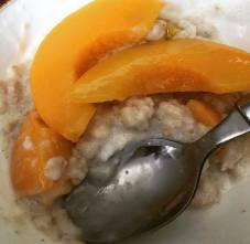 Porridge with peaches